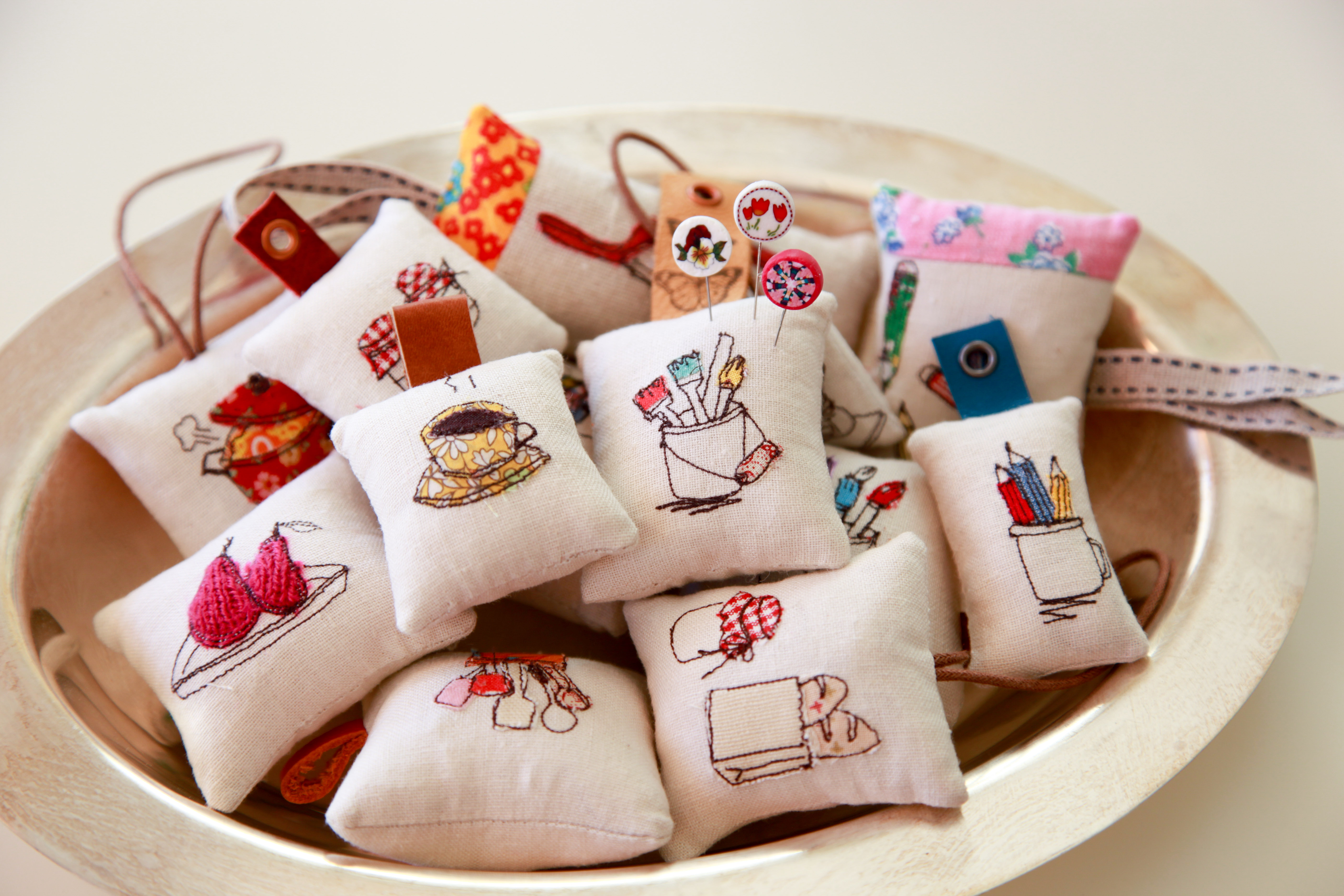 Best mom cushion cover valentineblog net - Today I Want To Share My Mini Pin Cushion Tutorial With You I Spent