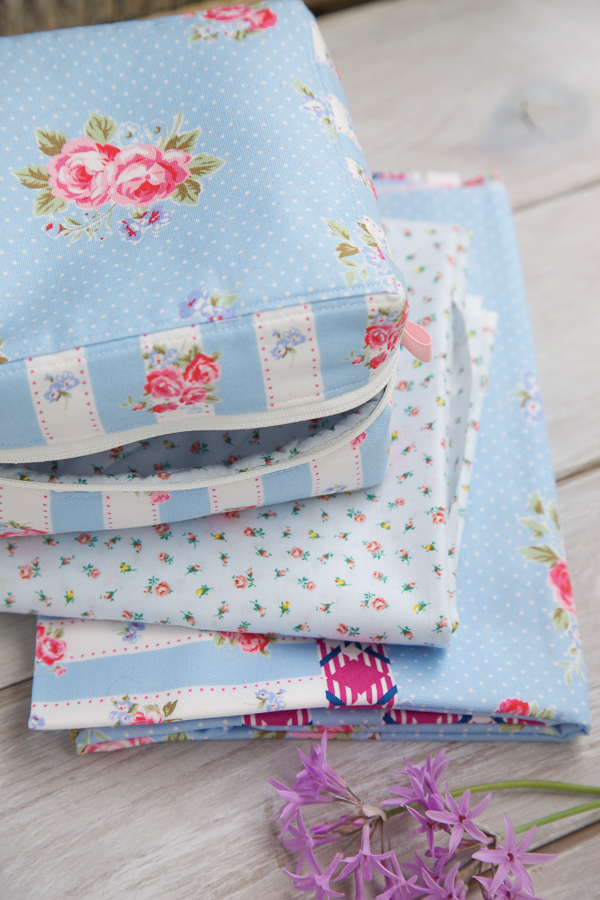 square zip pouch-6